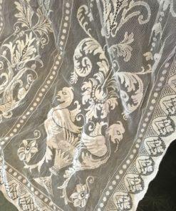 Griffin curtain corner